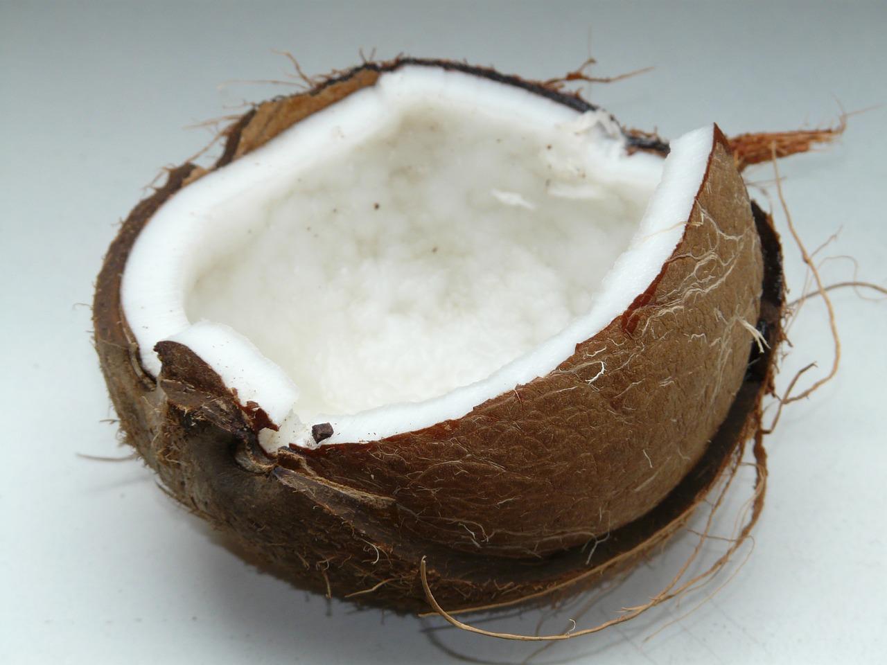 Kokosnussmehl besteht aus getrocknetem Kokosfleisch