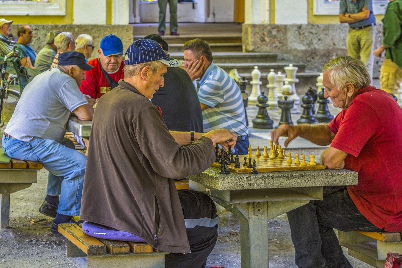 Freizeitgestaltung für Senioren - Schach schärft den Verstand