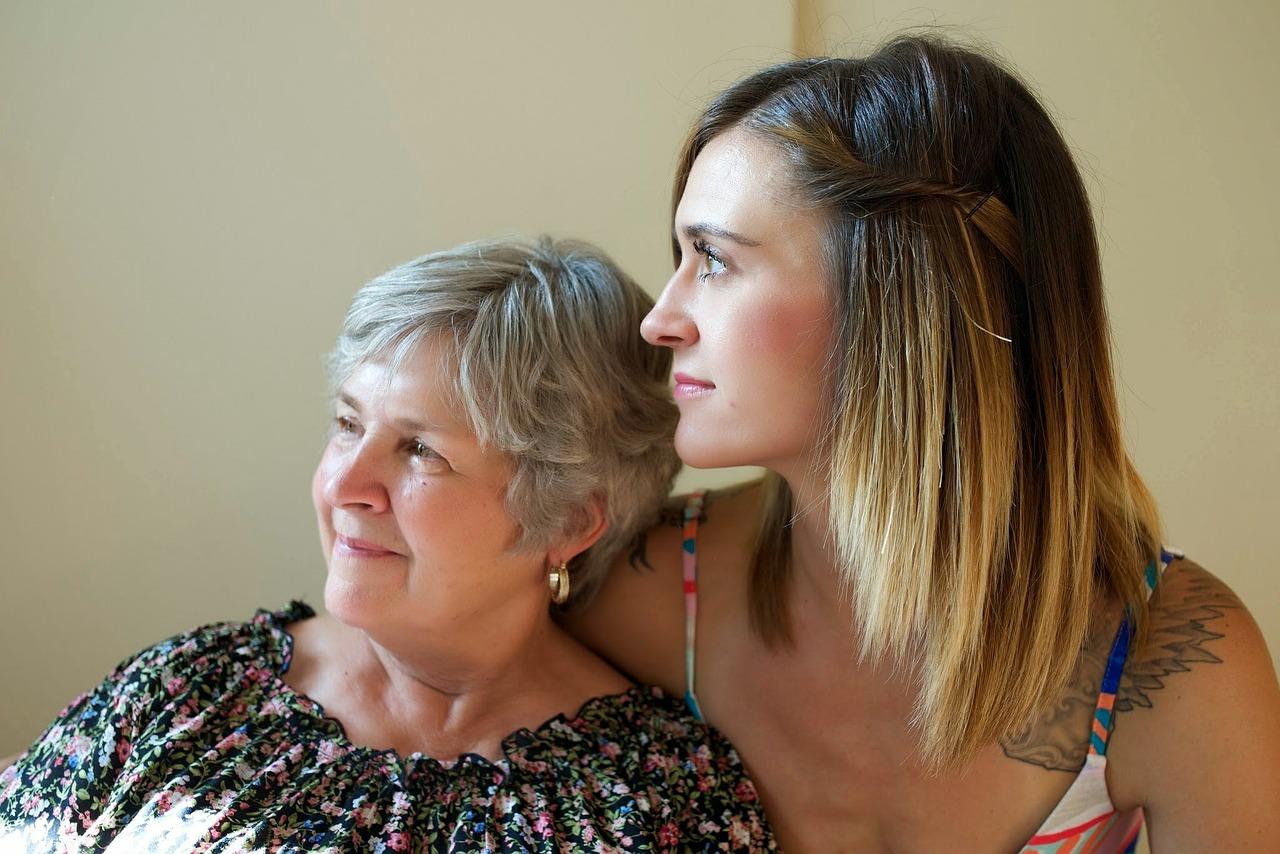 Pflege und Betreuung kann im Alter sehr wichtig werden um die Hürden des Alltags meistern zu können
