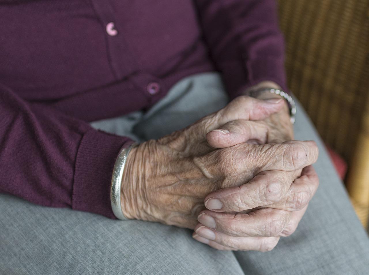 Seniorenpflege muss gelernt sein - Pflegekräfte gibt es für fünf aufeinander aufbauende Pflegestufen