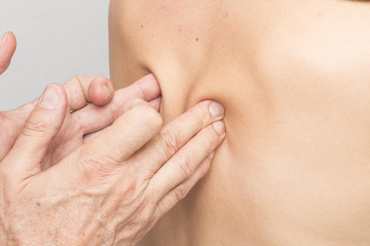 altersgerechte Seniorenmassagen sind sehr hilfreich gegen Rückenschmerzen und Verspannungen
