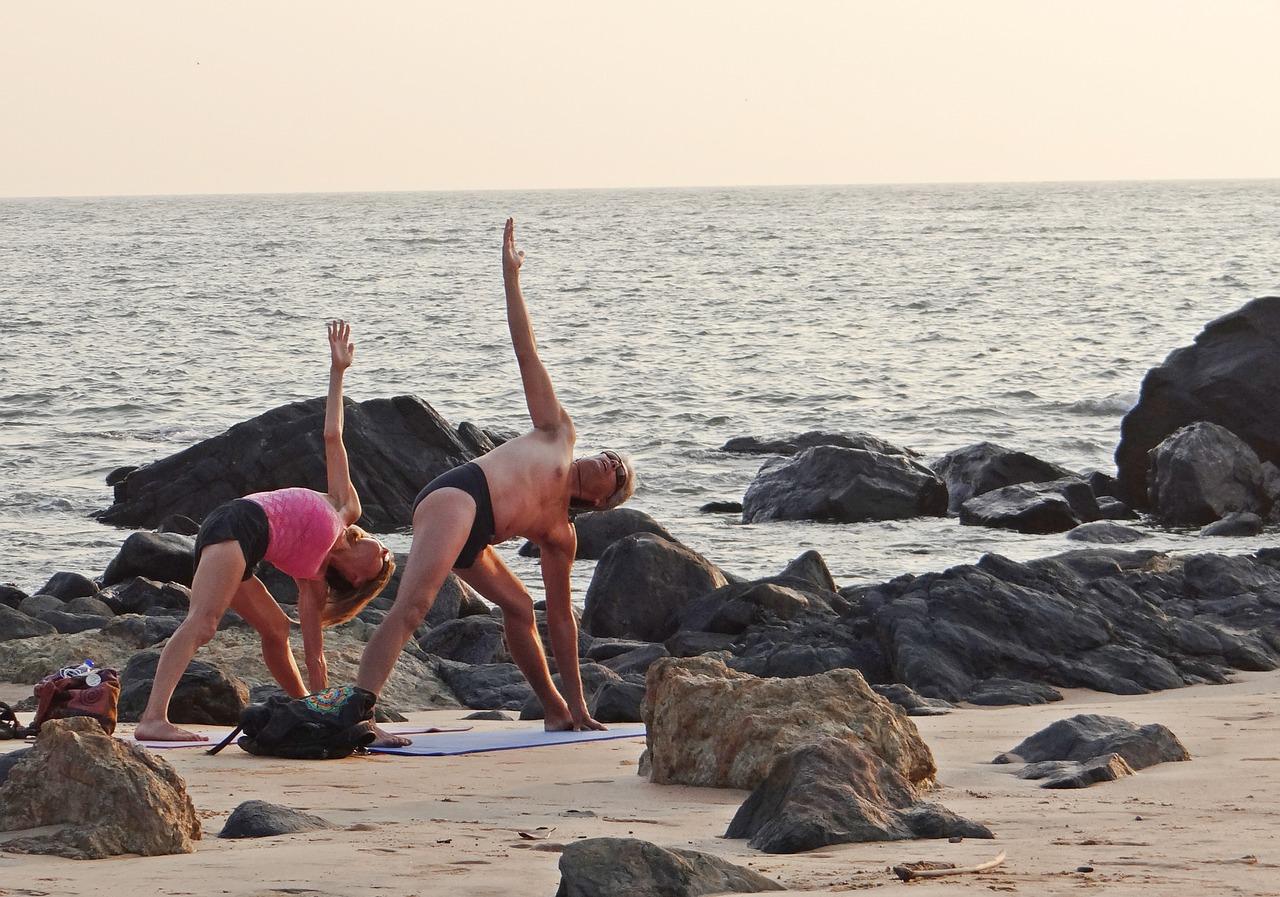 Spezielle Yoga-Reisen helfen Senioren leicht Yogaübungen zu erlernen