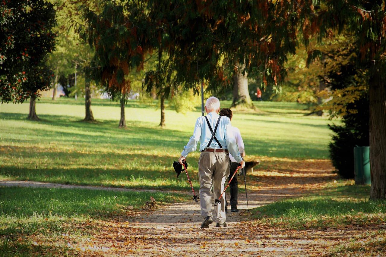 Auch Wandern ist für Senioren im Kururlaub möglich