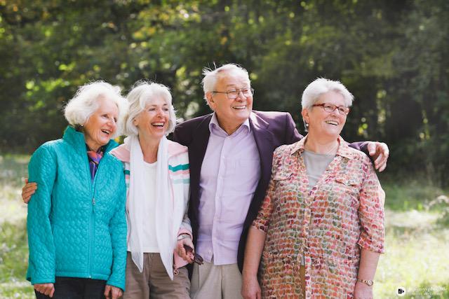 Rentner genießen ihren Lebensabend mit Betreuung im Ausland